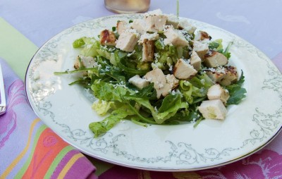 Spicy chicken salad with guacamole